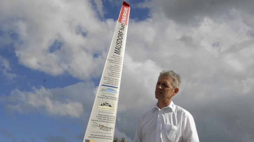 Johannes Maibom ist einer der Initiatoren der Mausdorfer Energiebewegung. Mausdorf produziert 13 Millionen kWh Strom, mehr als 25 Mal so viel, wie es selbst benötigt. Die produzierten vier Millionen kWh Wärme entsprechen dem Wärmebedarf des Orts.