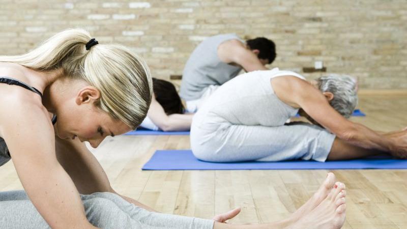 Auch Yoga-Kurse werden im neuen Semesterprogramm der VHS für Frühjahr/Sommer angeboten.