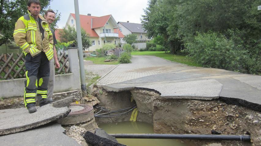 Am Tag nach der Flut 2011: Kirchehrenbach räumt auf