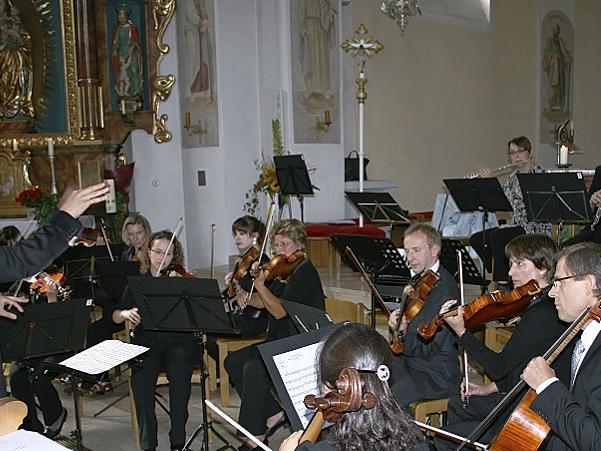 Begeisternde Veranstaltung in der katholischen Kirche St. Sebald: Das Schwabacher Kammerorchester sowie ein Projektchor, bestehend aus Mitgliedern des Kammerchores, gestalteten das Konzert zum Partnerschafts-Jubiläum.