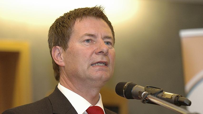 Und auch der Neumarkter Oberbürgermeister Thomas Thumann reiht sich ein und bekommt monatlich ein Grundgehalt von 9.588 Euro (B6).