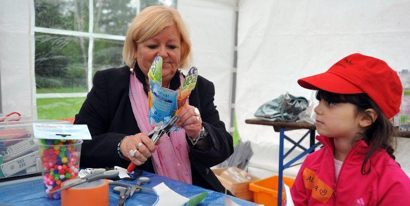 Die Schule der Phantasie lädt Kinder zum Kreativ-Sein mit Reststoffen ein.