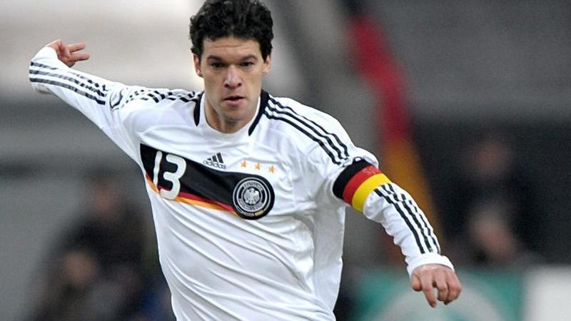 Die Europameisterschaft in Österreich und der Schweiz war 2008 für Deutschland eine Reise wert. Unser Capitano führte die DFB-Elf bis ins Endspiel und trug dabei mit Stolz das Trikot mit dem dicken schwarzen Brustring. Am Ende musste sich die Nationalmannschaft den Spaniern geschlagen geben.
