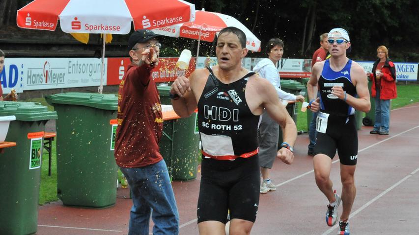 Großer Andrang trotz schlechten Wetters: Der Erlanger Triathlon