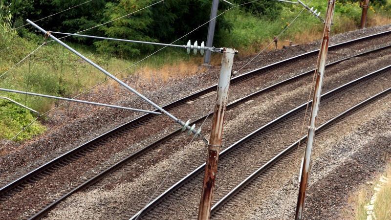 Im Januar fiel dann nach jahrelangem Tauziehen die Entscheidung. Das Eisenbahnamt in Bonn entschied zugunsten des Verschwenks. Fürth will nun alle juristischen Möglichkeiten ausschöpfen. In Nürnberg zeigten sich Lokalpolitiker hingegen äußerst erfreut, dass das Projekt nach Jahren des Stillstands endlich verwirklicht werden könne.