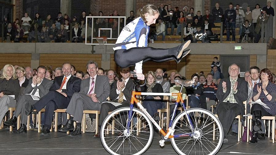 Milena Slupina ist Auftritte vor großem Publikum — wie hier bei der Sportlerehrung des Landkreises Roth — gewohnt. Demnächst darf sie zur EM.
