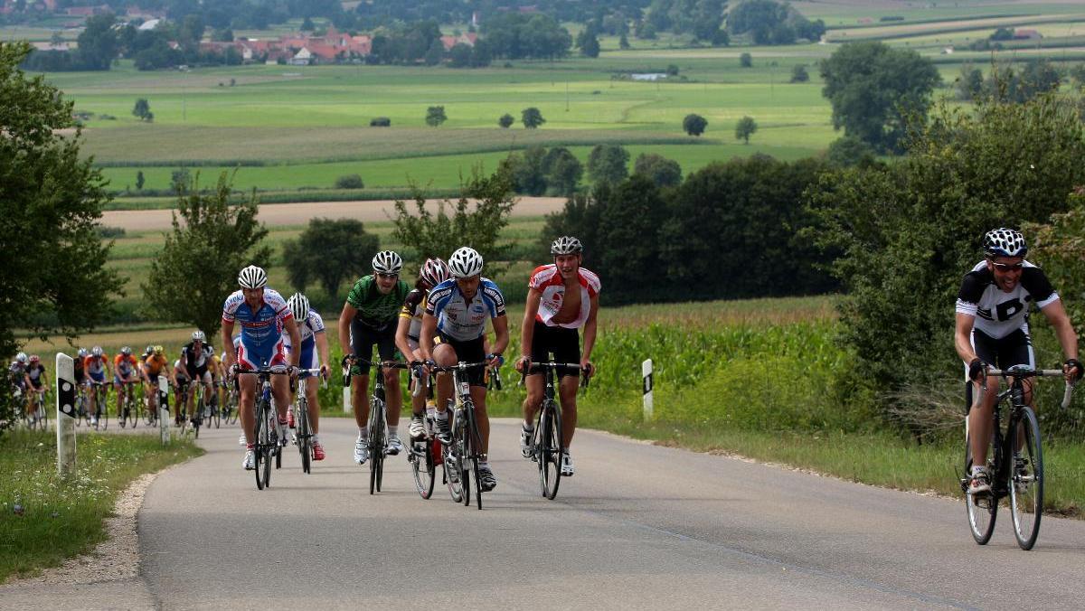 Für Radfahrer hält der Hesselberg mit seinen 689 Metern Höhe einige kräftezehrende Anstiege bereit.