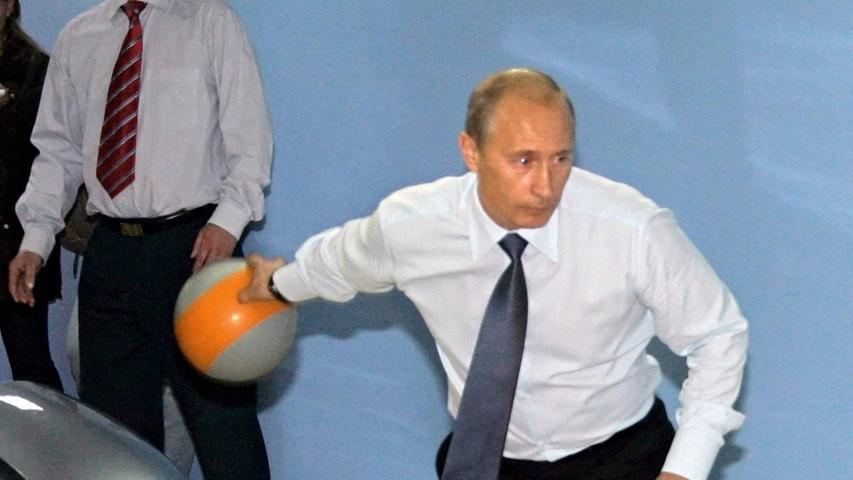 Das mit dem Bowling ist auch so eine Sache. Ausrutscher dürfen da nicht passieren. Kleinere Bälle oder Kugeln wären viel handlicher...