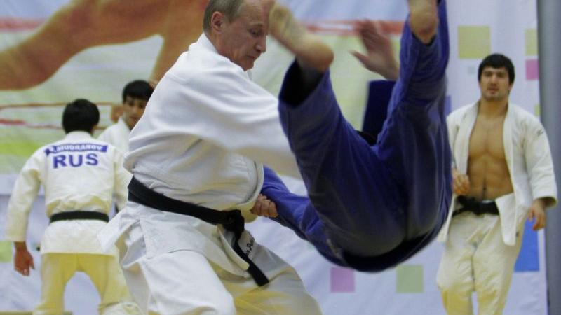 Genug von Bällen und Schlägern. Kampfsport, bzw. Selbstverteidigung ist im Wahlkampf nützlich...