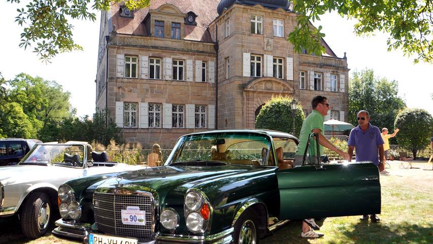 Prachtvolle Fahrzeuge vor prachtvoller Kulisse gab es bei der Schlösser- und Burgenfahrt zu bewundern.