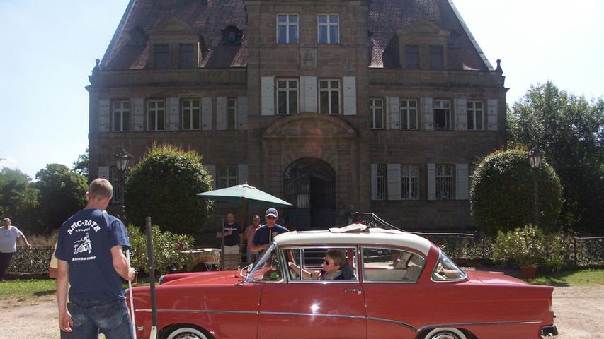 Schlösser- und Burgenfahrt vor historischer Kulisse.