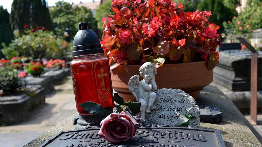 Überall kann der Besucher kleine Mahnmale der Trauer finden.