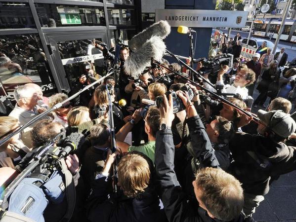 Medienandrang: Zahlreiche Journalisten und Kameraleute berichten vom Prozess gegen Jörg Kachelmann.