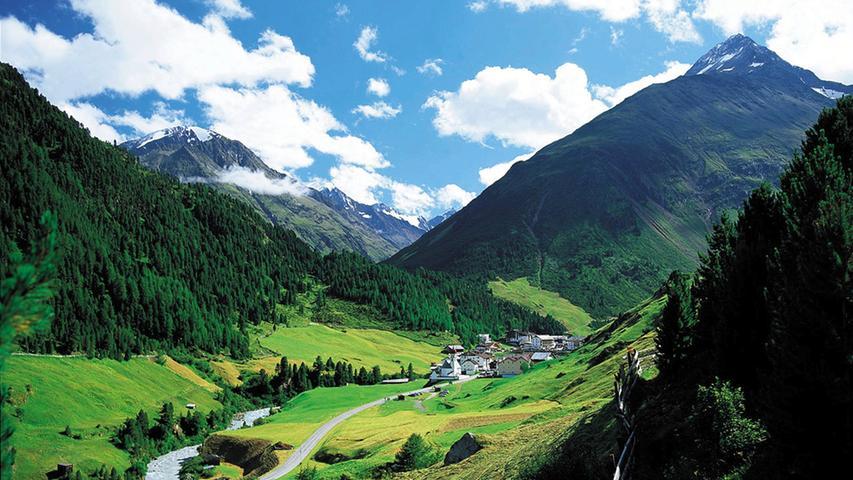 Das Bergdorf Vent in 1900 Metern Höhe gehört zu den höchstgelegenen ganzjährig bewohnten Orten in den Ostalpen. Es liegt auf dem Weg zur Ötzi-Fundstelle in 3210 Meter Höhe.