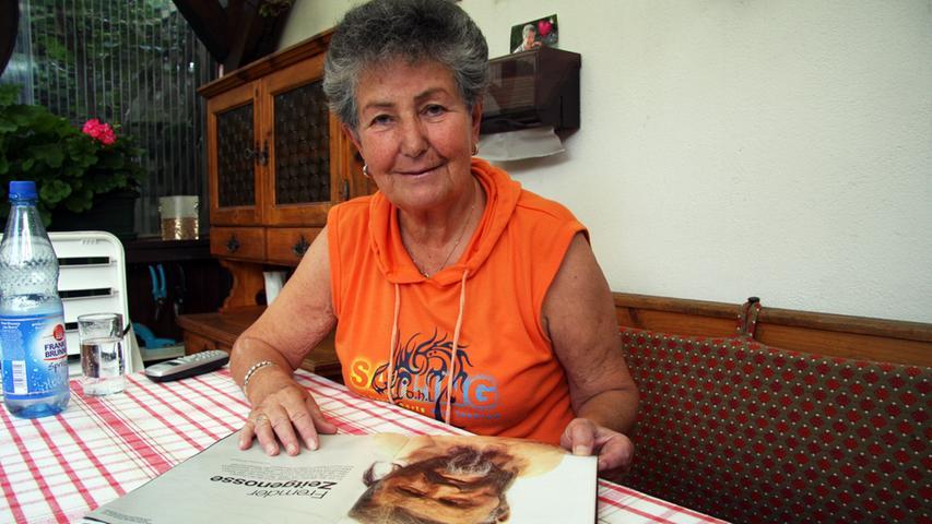 Jahrelang stritt das Ehepaar mit der Landesregierung Südtirol um einen Finderlohn. Helmut Simon ist zwischenzeitlich verstorben. Die Witwe Erika Simon freut sich über die erstrittenen 175.000 Euro und fährt auch weiterhin gerne zum Wandern ins Ötztal.