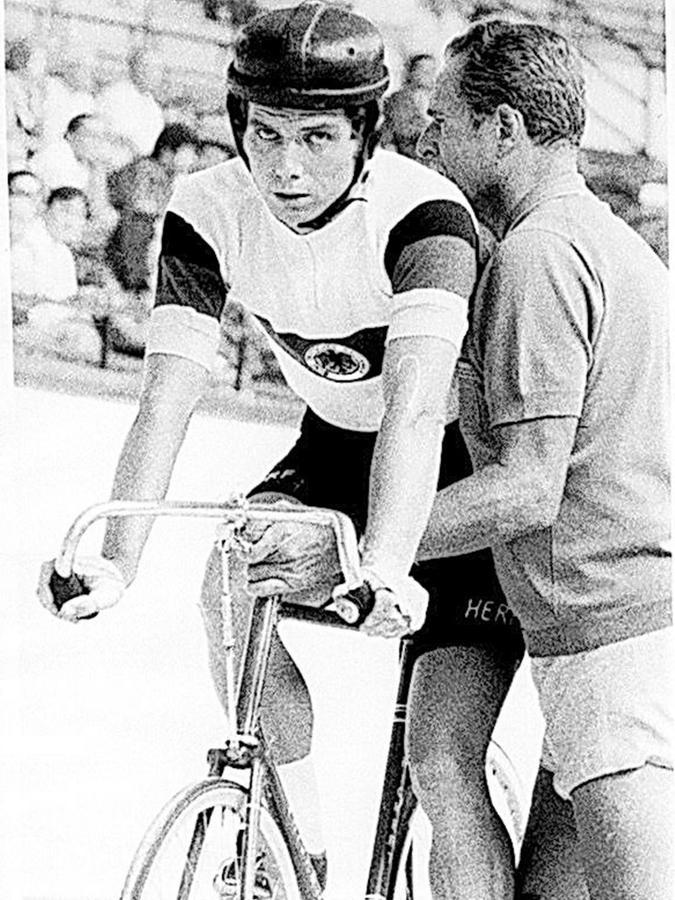 Dreimal in Folge wurde Horst Gnas (links) in den 70er Jahren Steher-Weltmeister. Dieses Archivbild zeigt ihn mit Bundestrainer Gustav Kilian.