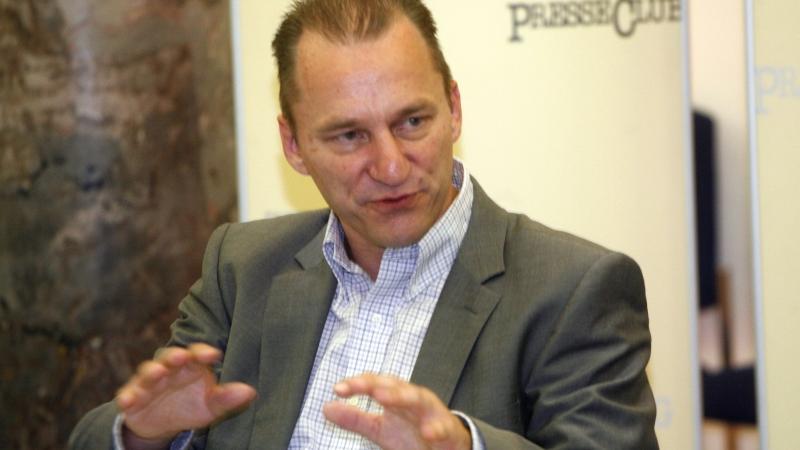 Aus der Anoymität aufgetaucht: Plagiatoren-Jäger Martin Heidingsfelder bei seinem Auftritt im Nürnberger Presseclub.