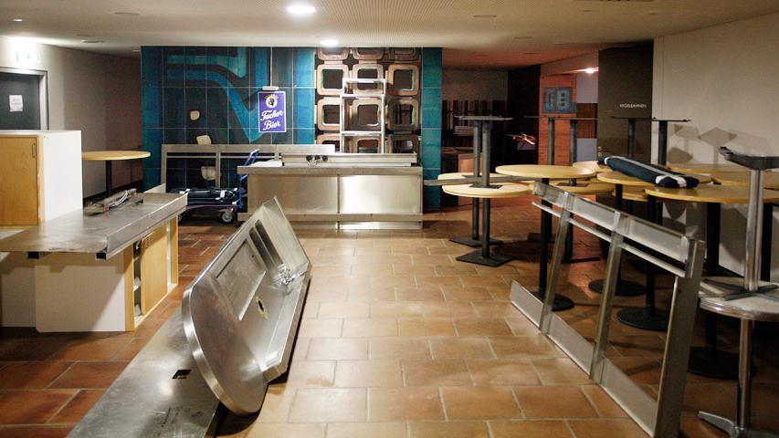 Inzwischen dient die ehemalige Bierstube als Möbel-Zwischenlager. Der Raum sollte zeitweise wieder für Catering-Anlässe genutzt werden.