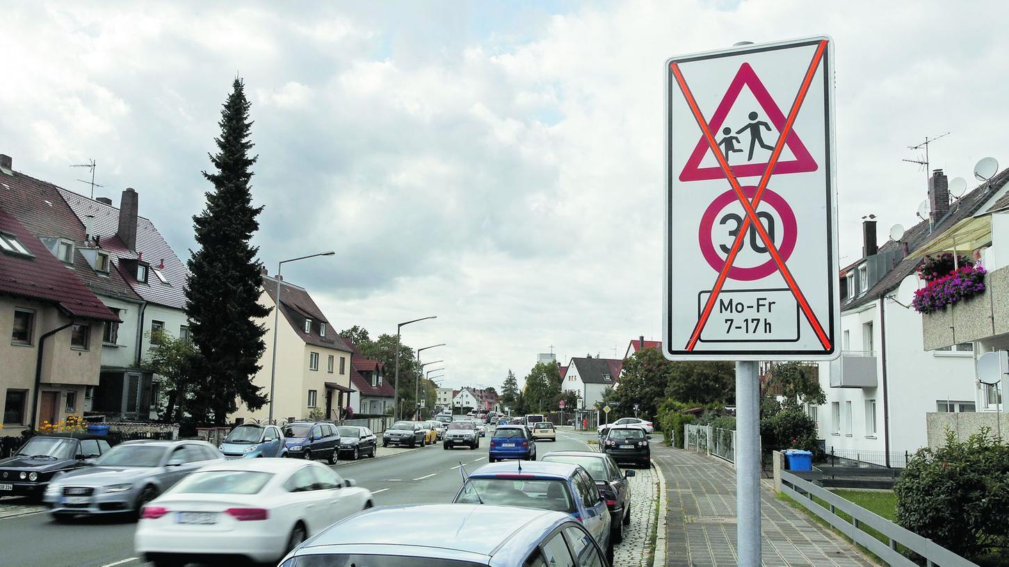 Jetzt sind sie weg, die Tempo-30-Schilder an drei Nürnbergs Schulen.