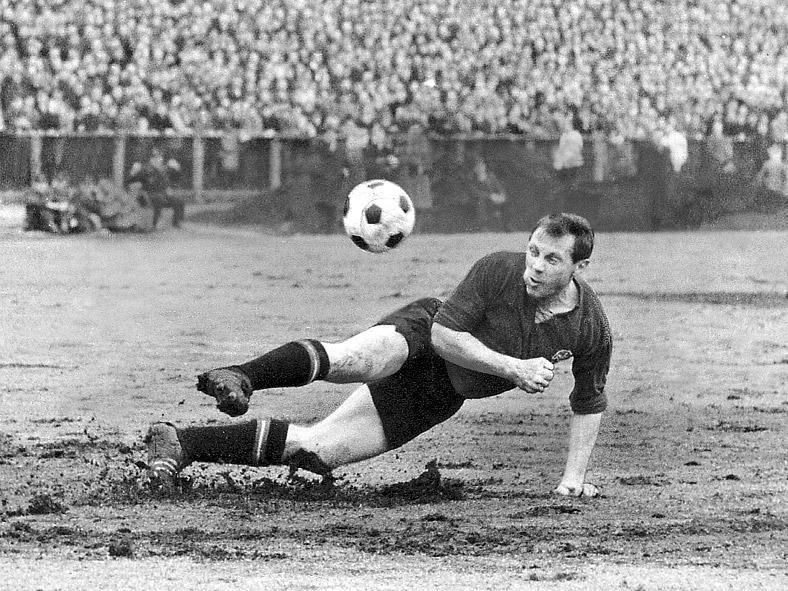 Max Morlock lief insgesamt 900 Mal für den Club auf und war 26 Mal für die Nationalmannschaft im Einsatz. In der historischen Clubelf ist er der Ballverteiler im Mittelfeld.