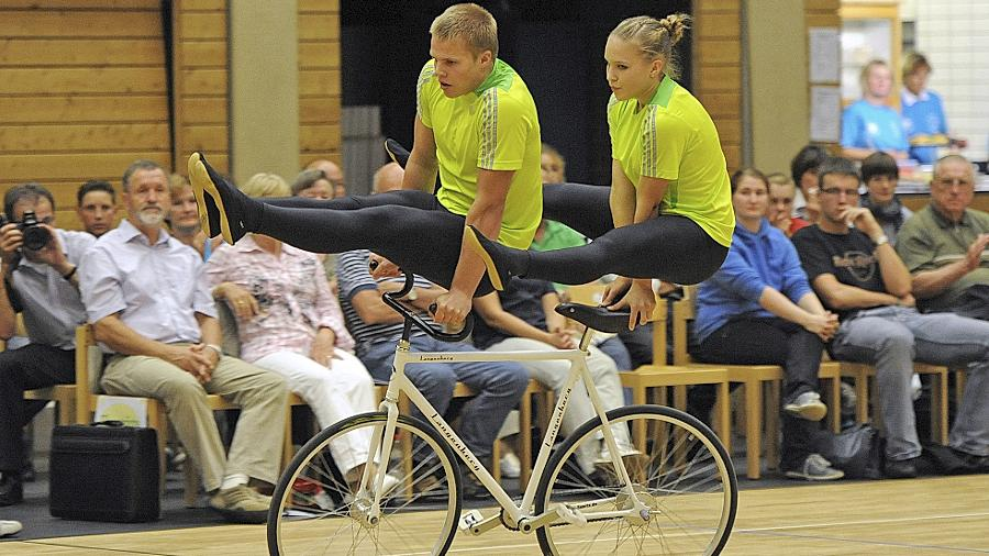 Große Kulisse für eine Randsportart: Viele Zuschauer verfolgten die akrobatischen Übungen der Aktiven.