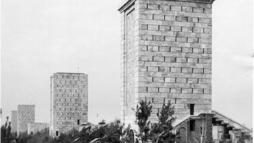 26 Türme sollten auf dem Märzfeld erbaut werden, zum Kriegsende waren es elf.