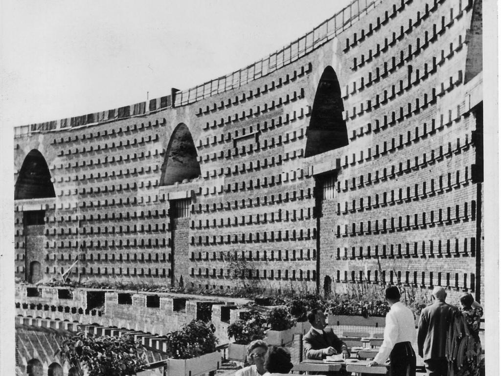 Nürnberg / Cafe  / Terassen - Caf im 2. Obergeschoss der Kongreßhalle - 1949 zur Bau-Ausstellung, die auf dem Gelände stattfand.