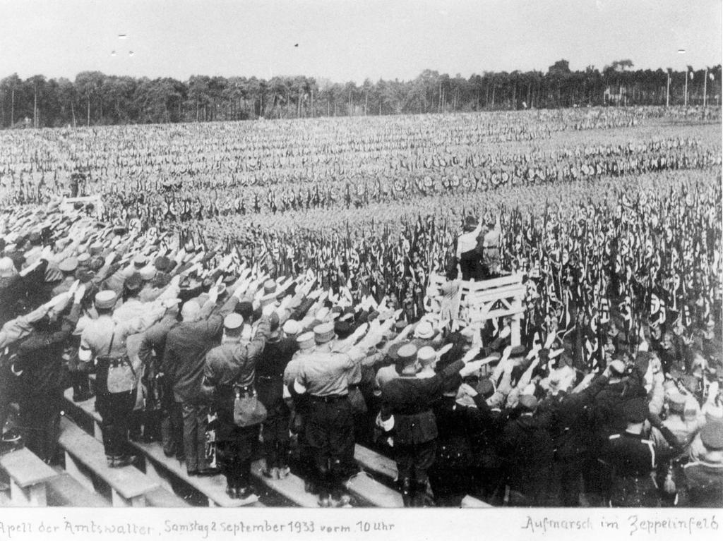 Nürnberg, Geschichte, NS-Zeit / Drittes Reich, Aufmarsch von NS-Funktionären 2.9.1933 auf dem Zeppelinfeld