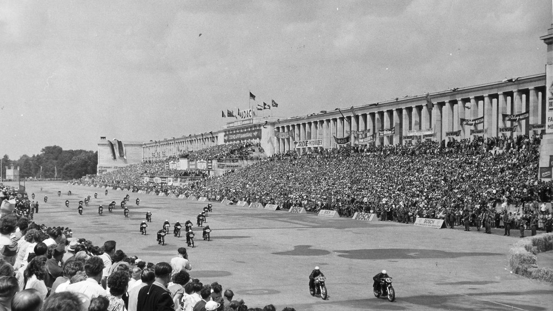 In den 50er Jahren sausten die Motorräder am Norisring um die Wette. Jahre zuvor spielten sich hier aber ganz andere Szenen ab.
