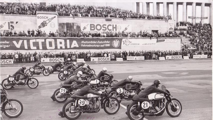 Norisring in den 50er oder 60er Jahren: Die Fahrer beim Start.