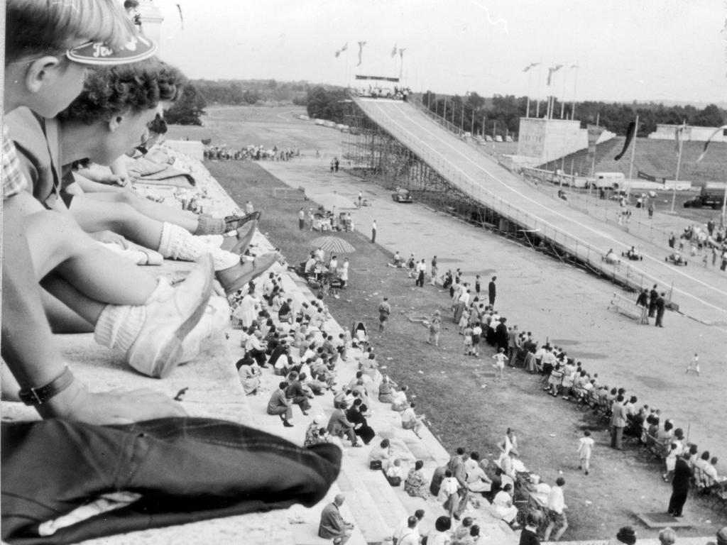 Seifenkistlrennen auf dem Zeppelinfeld,  NN v. 30.6.1952