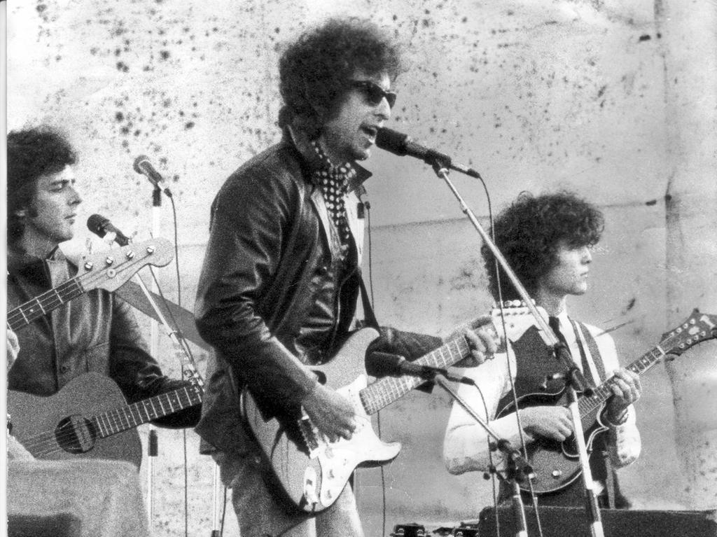 Der Prophet wurde zum Entertainer - Siebzigtausend erlebten beim Nürnberger Open-Air-Festival 78 den neuen Bob Dylan. Bob Dylan bei seinem zweistündigen Auftritt.