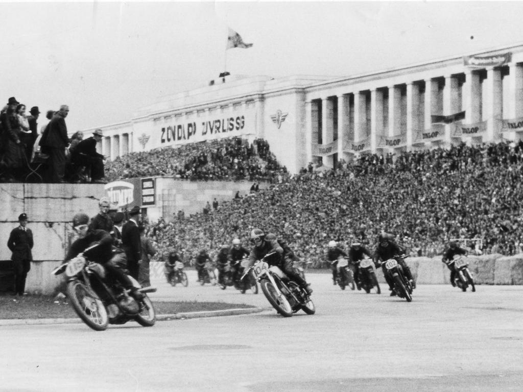 Endlauf Meisterschaft, Norisring - Rennen Nürnberg am Zeppelinfeld, Steintribüne, ehem. Reichsparteitagsgelände. Zündapp, Triumph