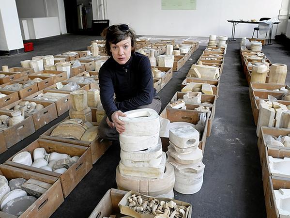 Auch das rettete Susanne Neumann aus der verlassen Fabrik: Verpackungskarton für Disney-Figuren aus Porzellan. Alle