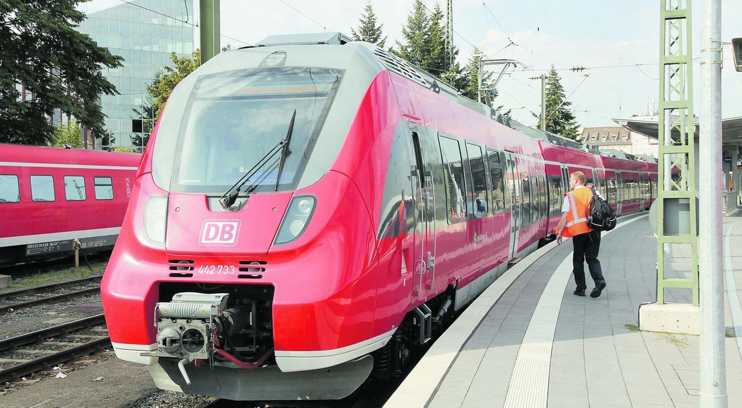 """In den letzten Tagen sind etliche Garnituren der neuen S-Bahn-Triebzüge ET 442 """"Talent 2""""  eingetroffen. Die  """"Hamsterbacke"""" wird getestet."""