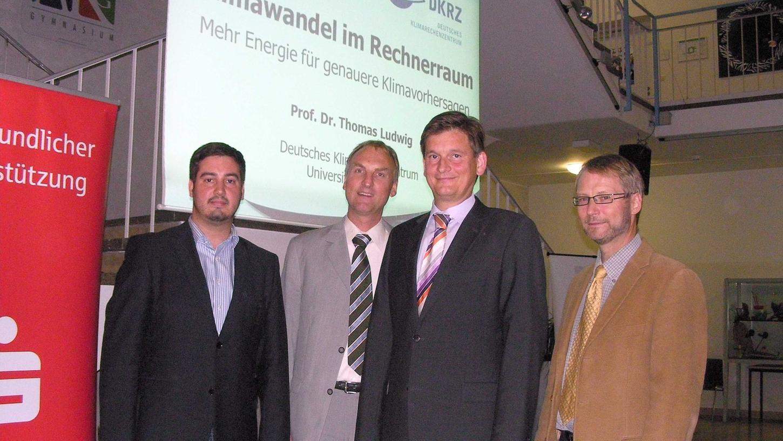 Gastgeber und Gast auf einen Blick: Sven Heublein (li.), Ralf Gabriel (2.v.li.) und Dr. Martin Böhmer (re.) von der Bürgerstiftung mit Prof. Dr. Thomas Ludwig.