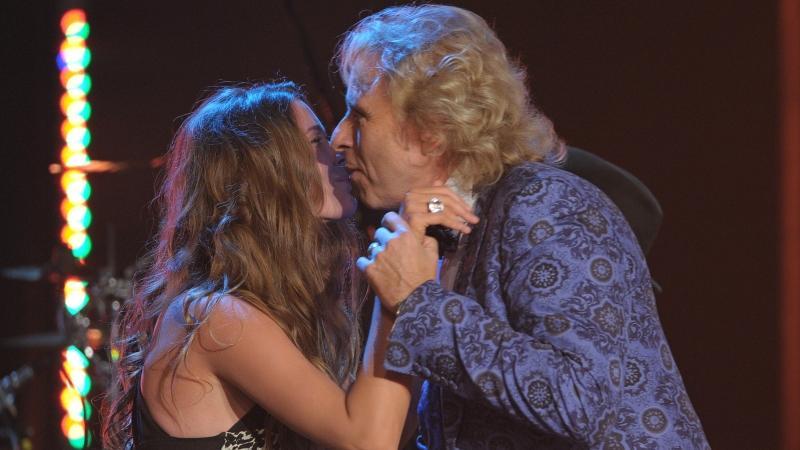 Gottschalk wurde zwar nicht auf Händen getragen, dürfte sich aber ein Küsschen von US-Sängerin Joss Stone abholen.