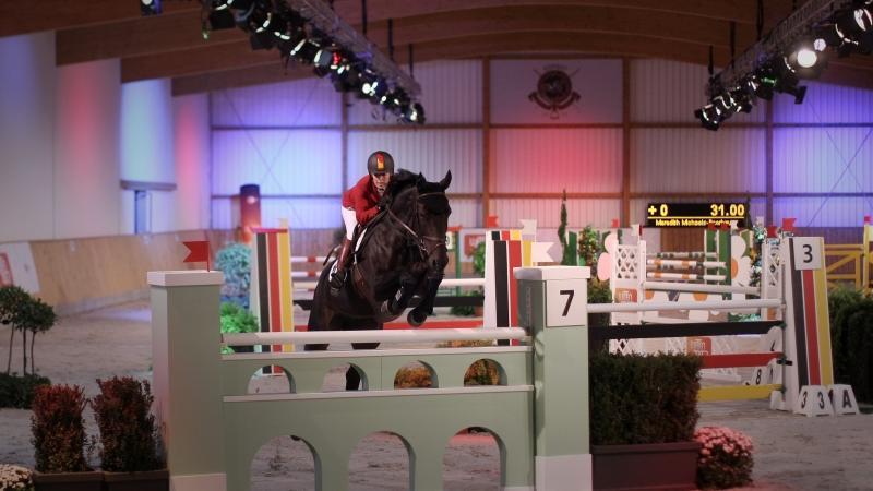 ...gegen Olympiasiergerin Meredith Michaels-Beerbaum (auf ihrem Pferd) an.