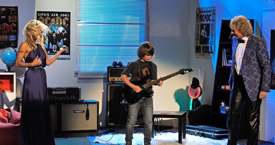 Der elfjährige Hagen Brüggemann aus Hamm in Nordrhein-Westfalen hatte mehr Erfolg: Er erkannte tatsächlich AC/DC-Songs an dreisekündigen Einspielern. Im Anschluss...