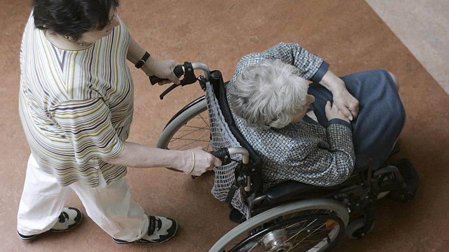 Betreuer von alten Menschen können sich am Samstag im Pacelli Haus über ihre Aufgaben informieren und mit Gleichgesinnten über Probleme reden.