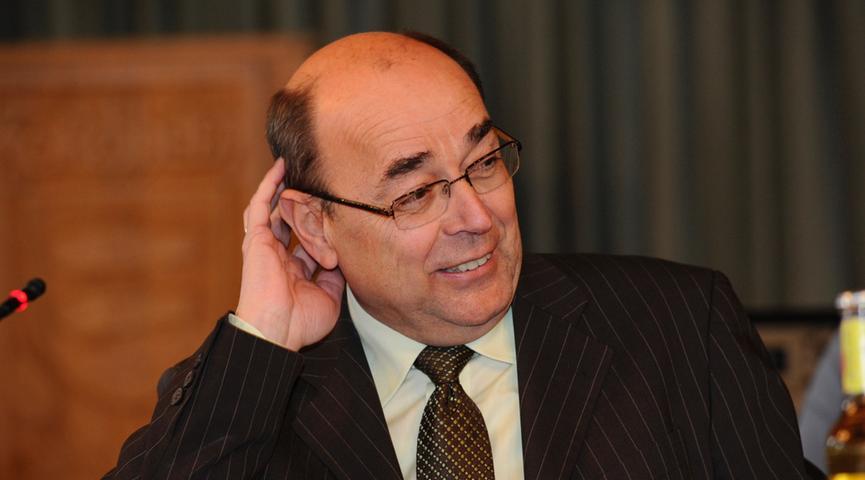 Franz Stumpf war von 1990 bis 2016 Bürgermeister der Stadt Forchheim. Sein Amt legte er nach 26 Jahren vor Ablauf der Amtszeit aus gesundheitlichen Gründen nieder. Er verstarb im April 2019.