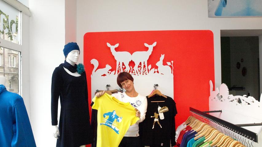 Der Bambi Boom setzt auf Fair Trade, Farbenfreude und Witz. Die Textildesignerin aus der Glockendonstraße 18 bietet viele interessante Kleidungsstücke an.