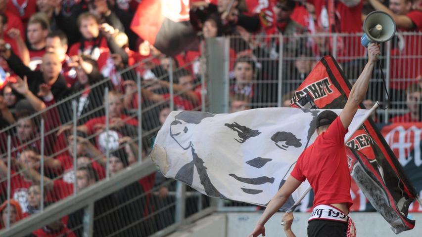 Bundesliga-Luft gibt es im Frankenstadion zu schnuppern, wenn der 1. FC Nürnberg Gäste aus dem Oberhaus des Fußballs empfängt. Auch die Choreographien der Nordkurve sind dabei oft ein Highlight.