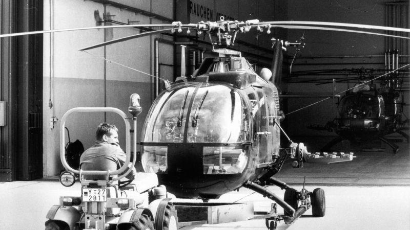 ...folgte ein Meilenstein für die Kaserne: Hier wurde ein Heeresfliegerregiment stationiert. Passend dazu gibt ein Pionier der Luftfahrt der Kaserne seit 1964 ihren Namen: Otto Lilienthal (1848-1896). Das Foto aus dem Jahr 1989 zeigt einen Hubschrauber vom Typ BO 105.