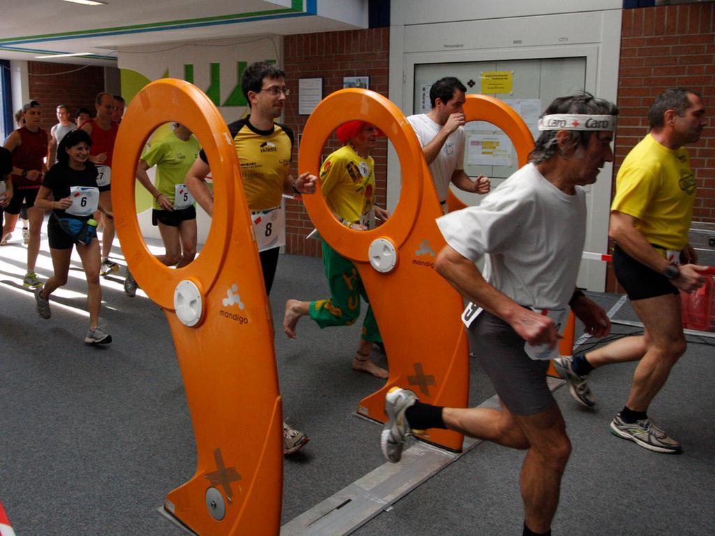 ...doch dann geht es los: 42,195 km (Marathon) oder 21,0975 km (Halbmarathon) wollen bewältigt werden...