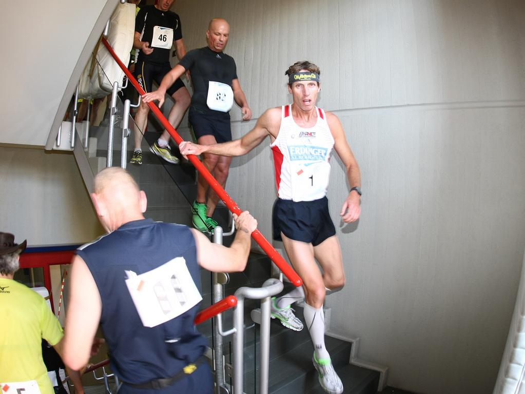 Da sich die Runden über zwei Stockwerke erstrecken, gehört auch das Treppensteigen zum Programm. Insgesamt...