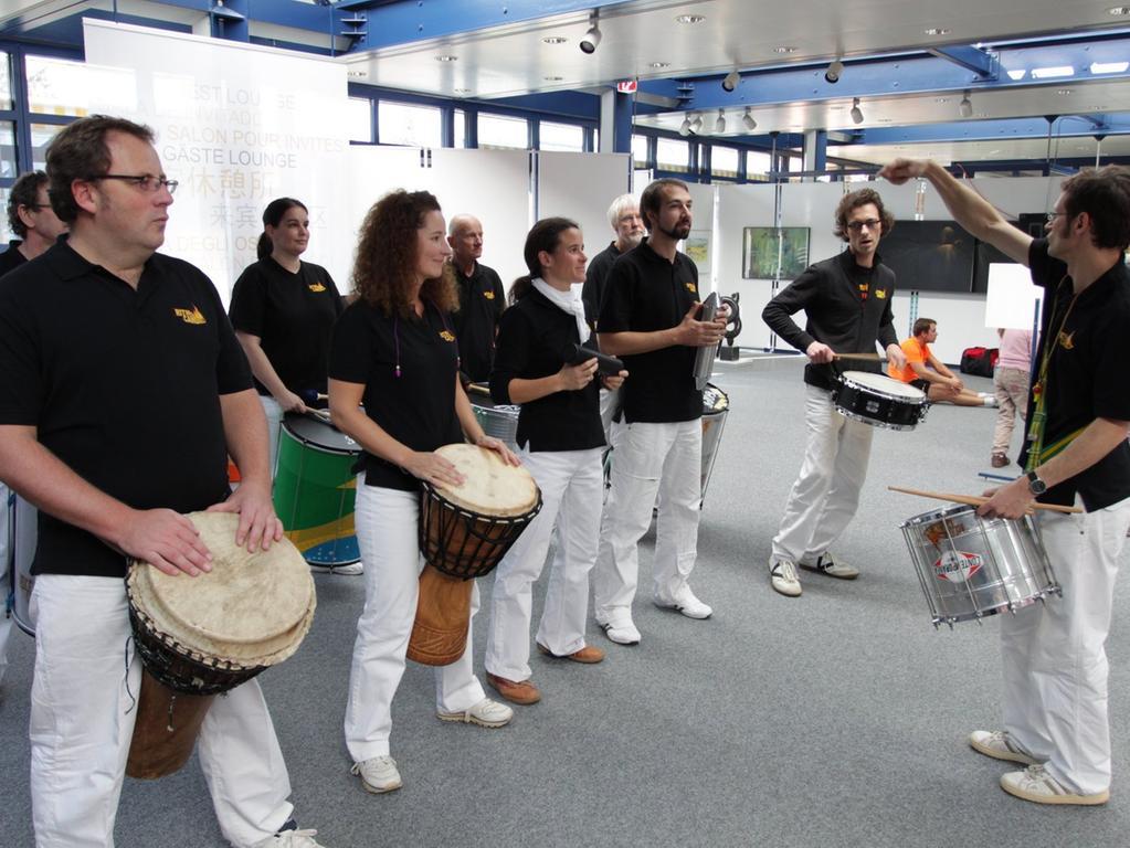 ...ist auch während des Laufs für Unterhaltung gesorgt - hier in Gestalt der Sambaband Ritmo Candela.