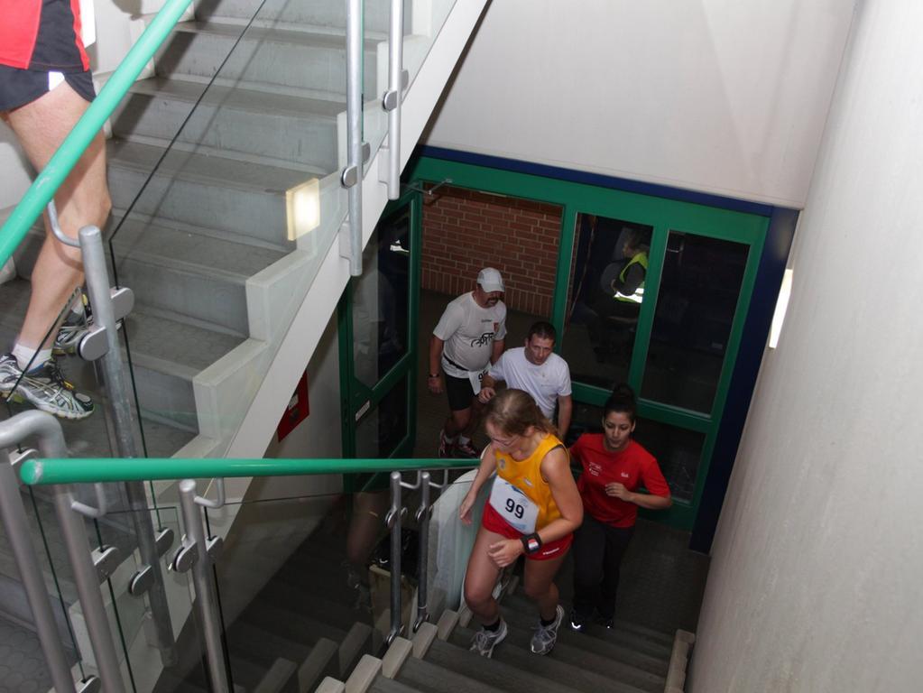...überwinden die Läufer dadurch 455 (Marathon) bzw. 224 Höhenmeter (Halbmarathon).