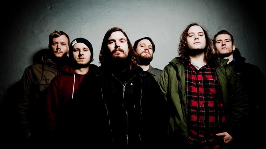 Die norwegische Band Kvelertak überzeugen mit ihrer Mischung aus Hardcore Punk und Einflüssen aus Rock 'n' Roll und Black Metal. Und das alles auf norwegisch!