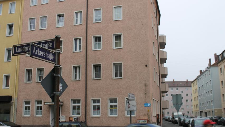 Die Prostituierte Yvonne N. wurde 1986 in der Nürnberger Südstadt in ihrer Modellwohnung ermordet. Nach Ermittlungen der Kripo soll der Täter die Frau mit einem Strumpf und einem Büstenhalter erdrosselt haben. Die Hinweise auf einen Freier namens